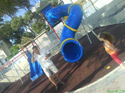 yiftach-playground-1.JPG