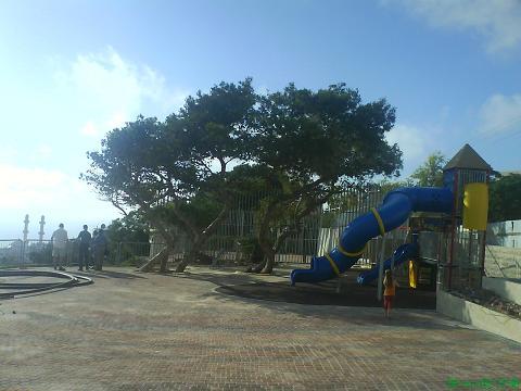 yiftach-playground-3.JPG